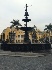 Bronze fountain in the middle of Plaza Mayor (also known as Plaza de Armas). A curiosity is the fact that on the Peruvian National Day (July 28th) pours pisco, instead of water!
