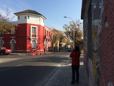 Some of Santiago's neighborhoods also have graffitis and brightly painted houses, but they pale in comparison with those in Valparaiso