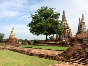 One of Ayutthaya's major attractions are the ruins of Wat Chaiwatthanara