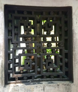 The Yu Garden was bult in the 16th century by the Ming Dinasty