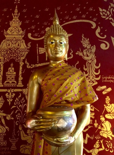 An image of Buddha inside the Wat Chiang Mun temple