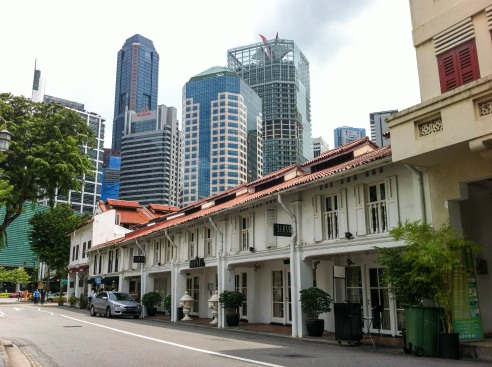 Move away a bit from downtown and you'll bump into one of Singapore's historic districts. This one is Tanjong Pagar (photo credits: Ricardo Trindade)
