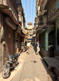 Jaipur's backstreets offer you a glimpse of the true city, away from insistent tourist guides and tuk-tuk drivers