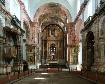 """Main altar at """"Igreja de São Francisco """""""