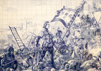 A painting over ceramic tiles depicting the Ceuta battle, São Bento Train Station, Porto (35mm, f2, 1/125s, ISO 200)