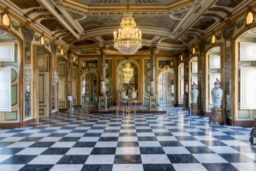 Queluz Palace, Portugal (18mm, f3.5, 1/30s, ISO 800)