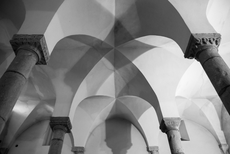 Synagogue of Tomar, Portugal (18mm, 1/75s, f3.5, ISO 1600)