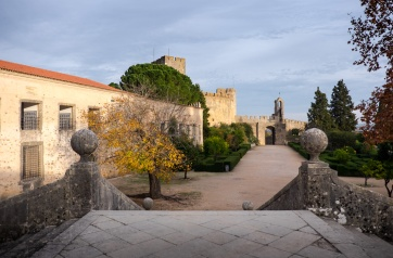Surrounding area of the Convent of Christ, Tomar, Portugal (18mm, 1/550s, f3.5, ISO 200)