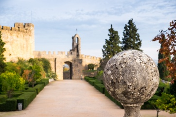 Surrounding area of the Convent of Christ, Tomar, Portugal (42mm, 1/320s, f4.5, ISO 320)