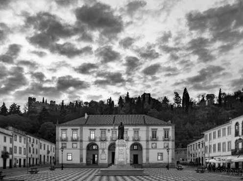 City Hall, Tomar, Portugal (18mm, 1/60s, f3.5, ISO 1250)