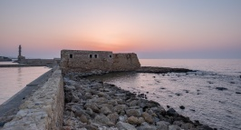 Old Venetian harbour, Chania (16mm, two exposures, 1/150s@f3.2 & 1/200s@f5.6, ISO 200)