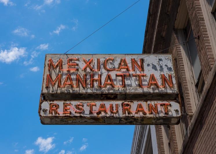 San Antonio downtown, Texas (35mm, 1/400s, f9, ISO 200)