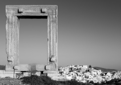 Apollo's gate, Naxos (35mm, 1/420s, f9, ISO 200)