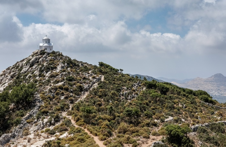 Small chapel perched on a hilltop near Filoti (35mm, 1/400s, f10, ISO 200)