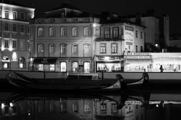 Aveiro canals, Portugal (35mm, 1/60s, f2, ISO 4000)