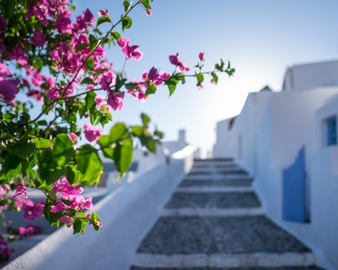 Fira's traditional Cyclades houses and alleys (16mm, 1/6400s, f1.4, ISO 200)
