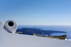 Fira, Santorini (35mm, 1/400s, f14, ISO 200)