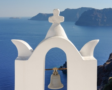 Church bell at Oia, Santorini (35mm, 1/400s, f10, ISO 200)