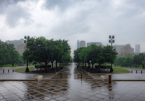 Rainy day at the State Capitol, Austin, Texas (16mm, 1/350s, f5.6, ISO 200)