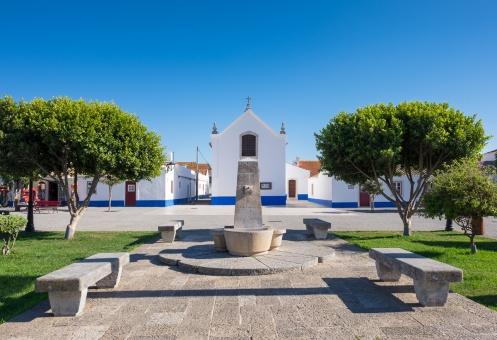 Town square, Porto Covo, Portugal (16mm, 1/350s, f8, ISO 200)