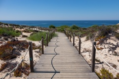 Beach access near Zambujeira do Mar, Portugal (18mm, 1/400s, f9, ISO 200)