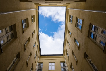 Inner courtyard of an Oslo apartment, Norway (16mm, f6.4, 1/420, ISO 200, PPL1-Corrected)