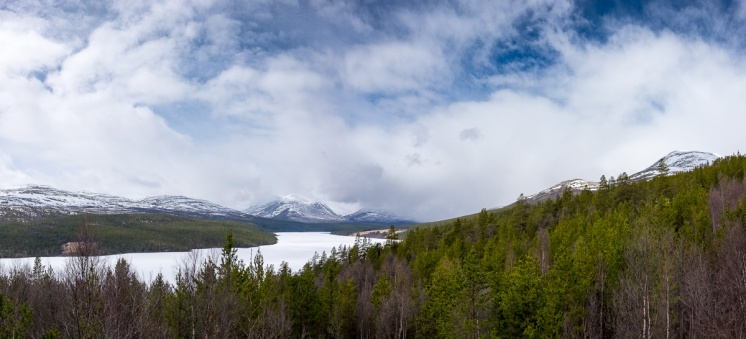 Atnsjøen lake (3-picture panorama, 16mm, f13, 1/420s, ISO 200, PPL2-Enhanced)