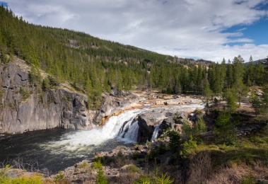 Eafossen waterfall in the river Gaula, Norway (16mm, f10, 1/400s, ISO 200, PPL1-Corrected)