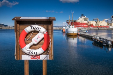 Trondheim port, Norway (16mm, f1.4, 1/26000s, ISO 200, PPL1-Corrected)