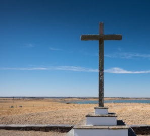 New Luz village church, Portugal (16mm, f10, 1/350s, ISO 200, PPL1-Corrected)