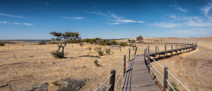 New Luz village, Portugal (3-picture panorama, 16mm, f10, 1/450s, ISO 200, PPL2-Enhanced)