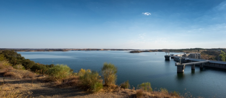 Alqueva dam, Portugal (2-picture panorama, 16mm, f9, 1/400s, ISO 200, PPL2-Enhanced)