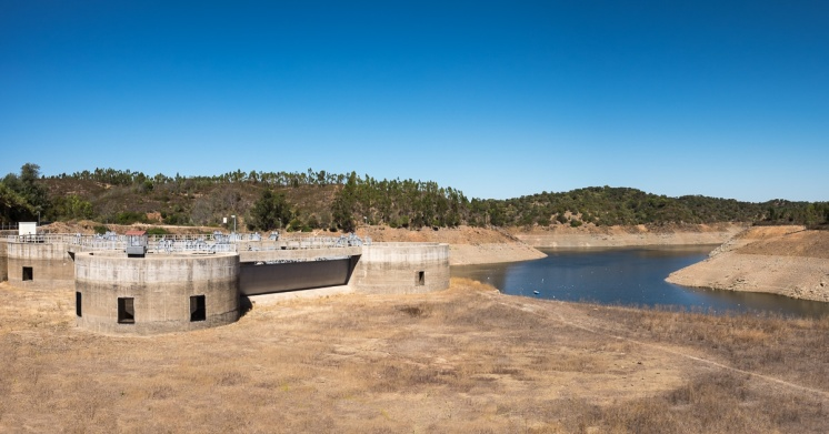 Pego do Altar dam, Portugal (2-picture panorama, 16mm, f9, 1/450s, ISO 200, PPL3-Altered)
