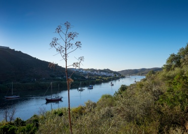 River Guadiana near Alcoutim, Algarve, Portugal (16mm, f7.1, 1/400s, ISO 200, PPL1-Corrected)