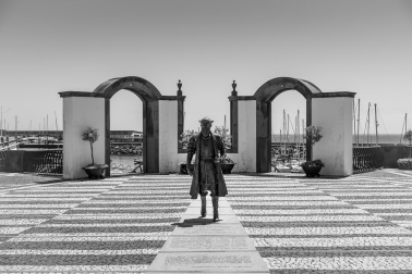 Vasco da Gama Statue, Angra do Heroísmo, Terceira, Azores (35mm, f5.6, 1/1500s, ISO 200, PPL3-Altered)