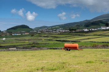 Terceira, Azores (35mm, f5.6, 1/1100s, ISO 200, PPL1-Corrected)