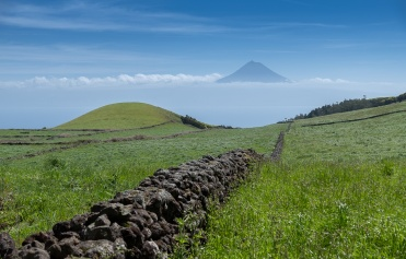 Pico mountain view from São Jorge, Azores, Portugal (35mm, f5.6, 1/1500s, ISO 200, PPL1-Corrected)