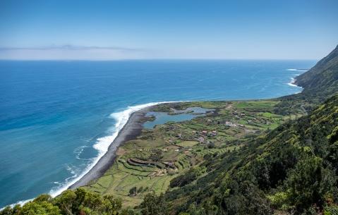 Fajã dos Cubres, São Jorge, Azores, Portugal (18mm, f5.6, 1/850s, ISO 200, PPL1-Corrected)