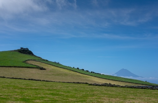 Pico mountain view from São Jorge, Azores, Portugal (35mm, f16, 1/220s, ISO 200, PPL1-Corrected)
