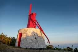 Urzelina windmill, São Jorge, Azores, Portugal (18mm, f5.6, 1/320s, ISO 200, PPL1-Corrected)