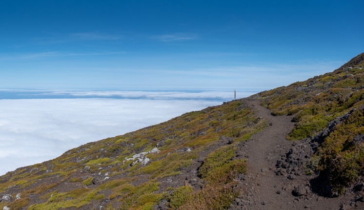 Pico mountain climb, Azores (3-picture panorama, 18mm, f5.6, 1/1250s, ISO 200, PPL2-Enhanced)