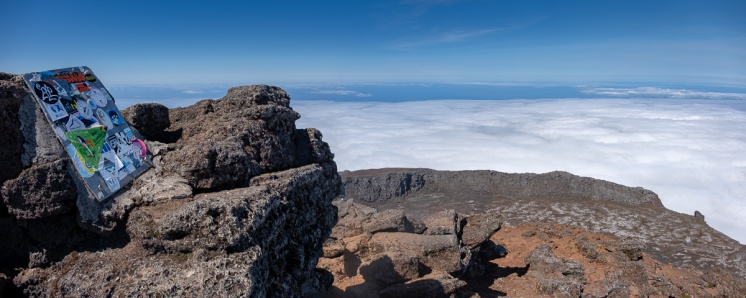 Top of the Pico Mountain, Azores (4-picture panorama, 18mm, f6.4, 1/850s, ISO 200, PPL2-Enhanced)