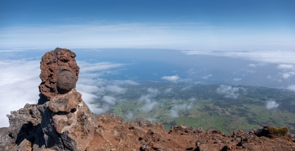 Top of the Pico Mountain, Azores (2-picture panorama, 18mm, f5.6, 1/1250s, ISO 200, PPL2-Enhanced)