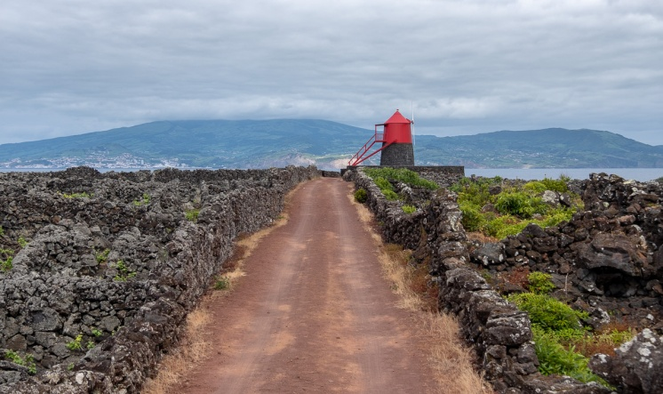 Windmill, Pico, Azores (30mm, f5.6, 1/680s, ISO 200, PPL3-Altered)