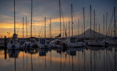 Horta Marina, Faial, Azores, Portugal (18mm, f3.5, 2s, ISO 200, PPL3-Altered)