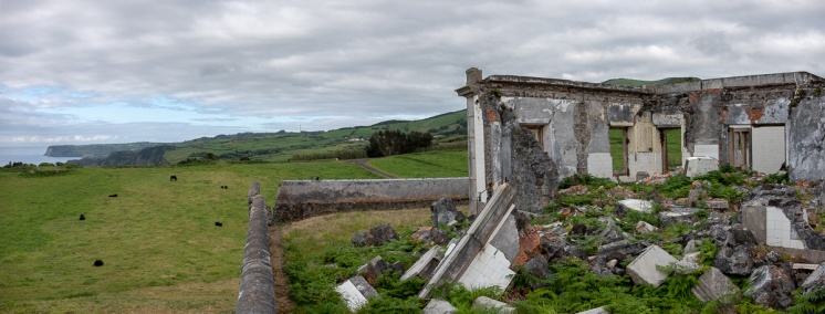 Ribeirinha Lighthouse, Faial, Azores, Portugal (2-picture panorama, 18mm, f5.6, 1/550s, ISO 200, PPL3-Altered)