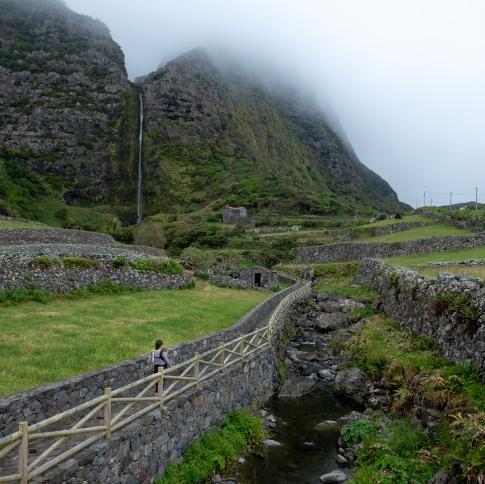 Cascata do Poço do Bacalhau, Flores, Azores (2-picture panorama, 18mm, f5.6, 1/220s, ISO 200, PPL2-Enhanced)