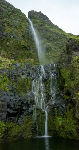 Cascata do Poço do Bacalhau, Flores, Azores (4-picture composite panorama, 18mm, f11, 1/7s, ISO 1250, PPL2-Enhanced)