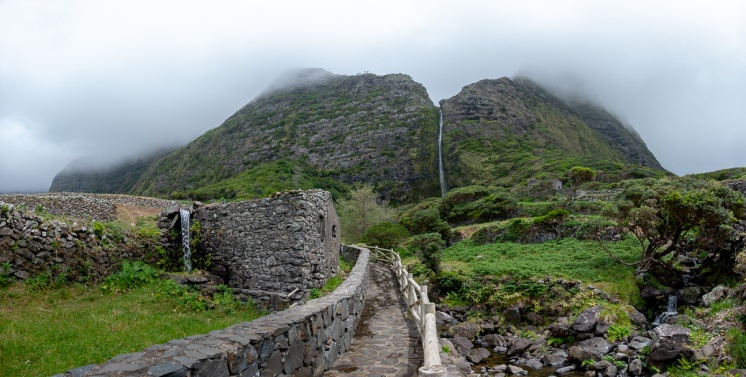 Cascata do Poço do Bacalhau, Flores, Azores (13-picture composite panorama, 18mm, f5.6, 1/200s, ISO 200, PPL3-Altered)