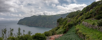 Trying to find Gruta dos Enxaréus, Flores, Azores (5-picture composite panorama, 18mm, f7.1, 1/1500s, ISO 200, PPL3-Altered)